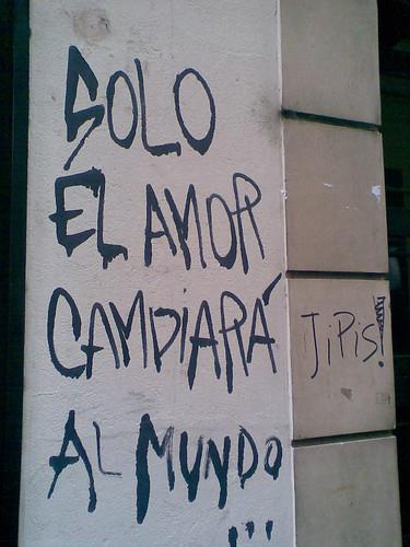 Mensaje en una pared Solo el amor salvará al mundo Jipis!