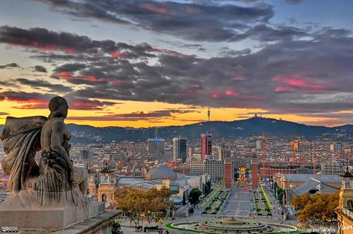 Un tramonto sulla città di Barcellona. Qui gli italiani hanno superato gli ecuadoregni nella classifica delle nazionalità più presenti in città