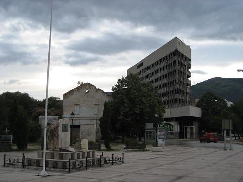 A Spanyol-tér és a szétlőtt irodaház