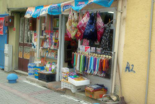 gift store in Aziz Mahmud Hüdayi Mosque street, Üsküdar İstanbul, pentax k10d