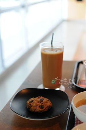 冰咖啡+葡萄燕麥餅乾