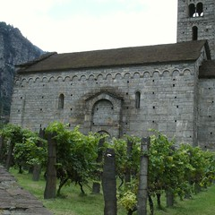 lombardische Arkaden im Weinberg