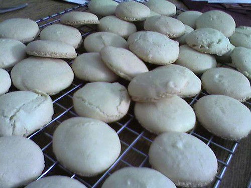 macaroons cooling