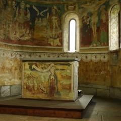 Altar und Apsis