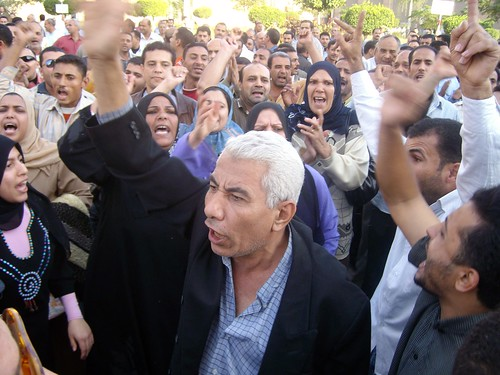 الوقفة الا�تجاجية لعمال غزل الم�لة by jornalist & blogger Kareem el-Behirey ص�فى و�.
