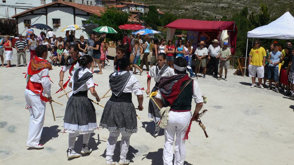 Grupo de danzas de Luezas