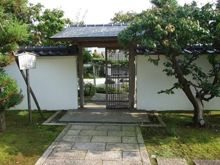 念珠の松庭園~銅葺門