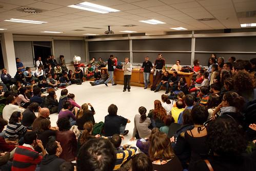 Lirruzione degli studenti nel Senato Accademico del 19 ottobre.