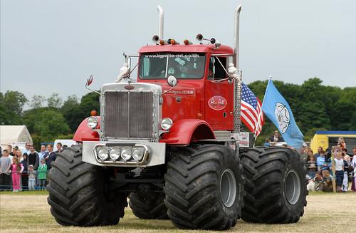 Monster Truck by gibbo07.