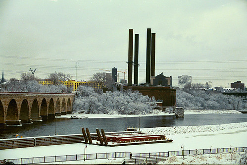 Stone Arch Bridge, Minneapolis, Minnesota, Winter 2003, C41 negative print film, photo © 2003-2008 by QuoinMonkey. All rights reserved.