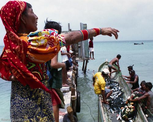 PA-San Blas Archipelago-Kuna Woman