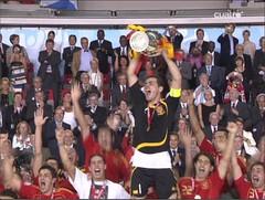 Iker Casillas levantando la copa de campeones de Europa