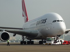 A380 Turns In to Position