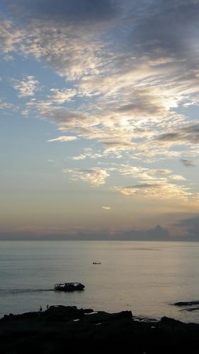 37.日出染白了雲朵 (2)