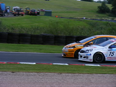 Tom Chilton (9) overtakes Martyn Bell (15) at Knickerbrook