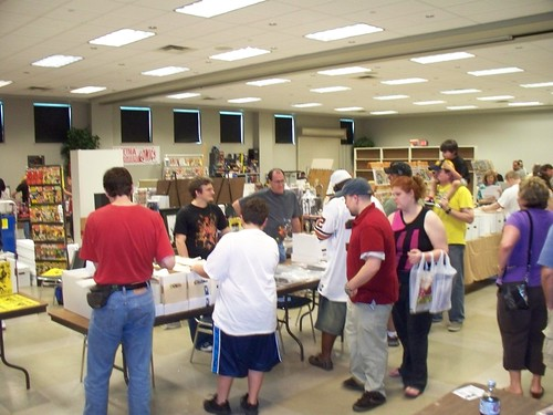 With dealers filling the middle of the room, there was plenty of shopping to be had.