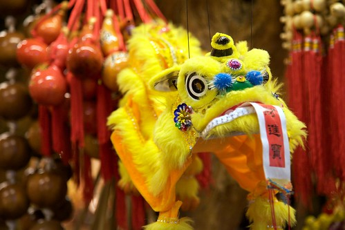 jioufen old street - yellow dragon puppet