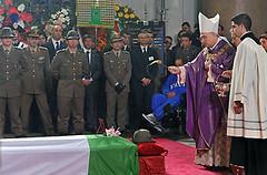 Roma: l'ultimo saluto agli alpini Ramadù e Pascazio, un sacrificio non vano, e la folla applaude