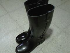 Hoy si estoy preparada para la lluvia con mis rain boots! ;) by Dott