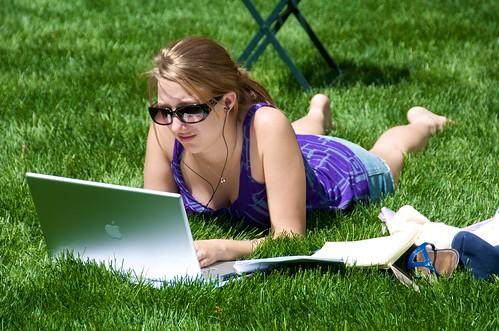 manhattan newyork bryantpark sunglasses laptop mac grass park macbookpro workfromhome women student female axzz2omm9zpqfuwvxg7lirg ixzz2tylyyopd blogs link published cleavage 318741views100818