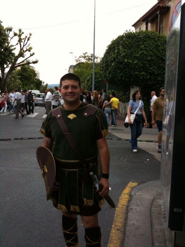 Ya está el tío vestido de romano