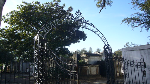 Puerta del cementerio de Laffayette en New Orleans
