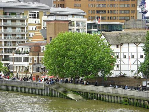 Shakespeares Globe Theatre from the same bridge.