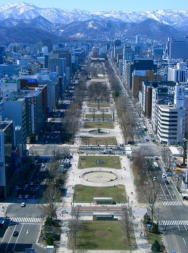 Vistas desde la torre de la televisión. Al fondo la pista de saltos de las olimpiadas de 1972.