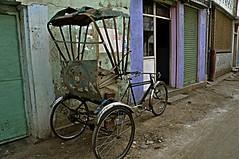 por un submundo que atrapa: taxi-bici-ricksaw