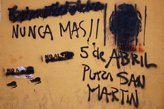 Anti-Fujimori graffiti