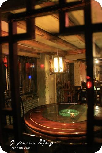 I like the inn-like look of this restaurant.