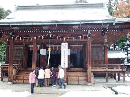 上杉神社本堂