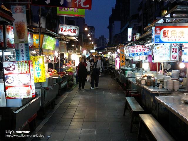 我覺得在寧夏夜市,真的才有一種讓你可以好好逛夜市,坐下來好好吃東西,不疾不徐的悠閒感受。