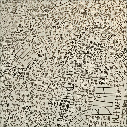 """Détail de """"Blah, blah, blah"""" du studio Louise Campbell (Maison du Danemark)"""
