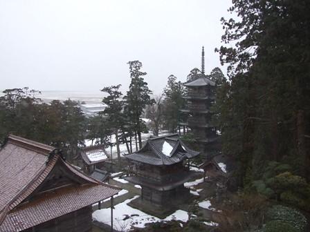 窓から見た五重塔と山門~善寶寺