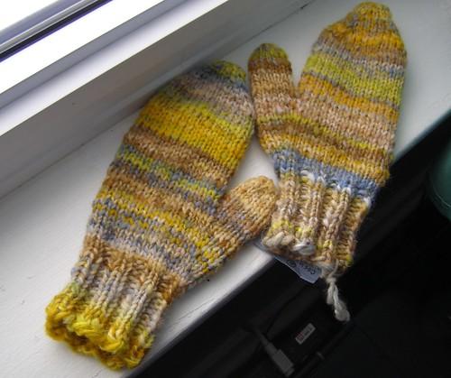 paris sidewalk mittens