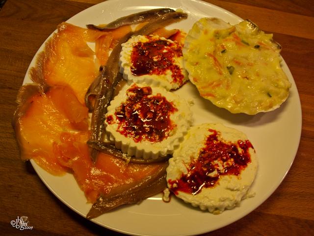 Combinado de pescado con queso fresco a la plancha.
