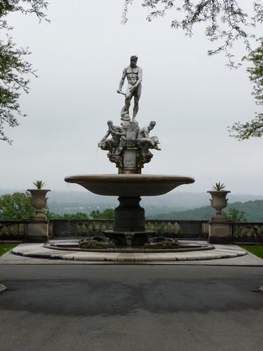 Oceanus Fountain, opposite front facade