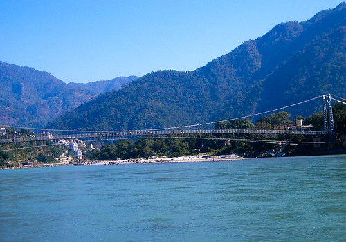 Puente peatonal en Rishikesh
