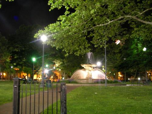 Bajnotti Fountain at night