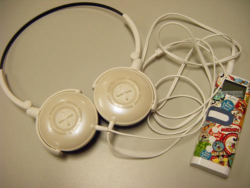 FW3耳機與我的MPIO Mp3 player 搭配照。