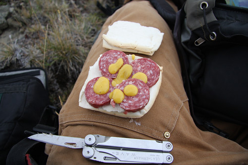 Lunch in the field (© 2009 clasticdetritus.com)