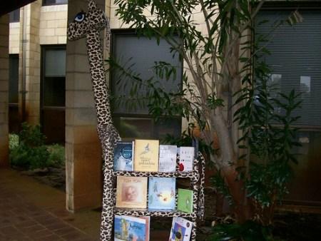 Geraldine & Books - Ready for Safari