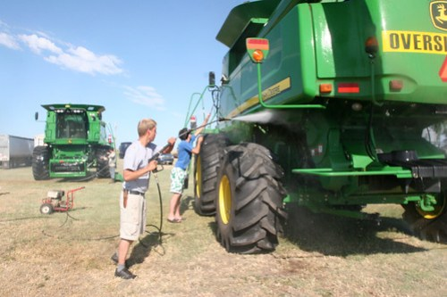 Andreas and Oak clean a combine off.