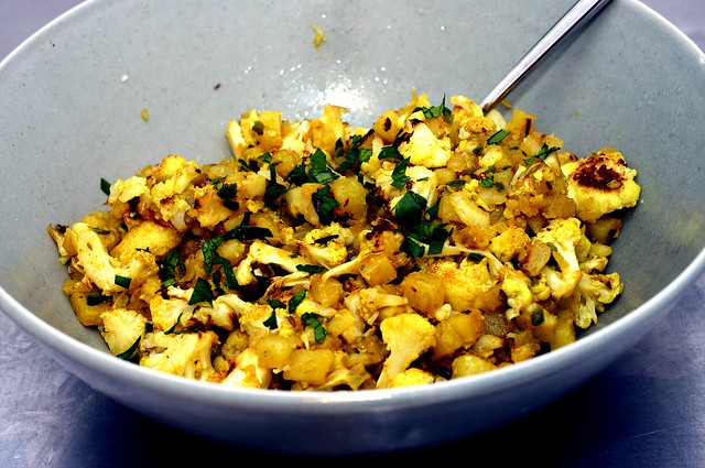 indian spiced cauliflower and potatoes