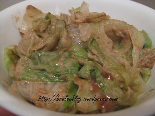 Lettuce in sesame sauce