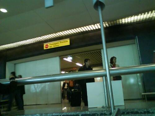no aeroporto