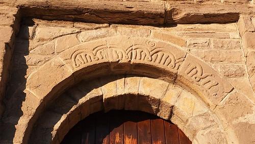 San Juan de Busa - inscripción sobre la puerta