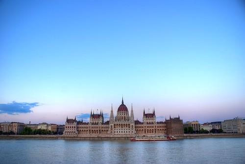 Parlament naplementében