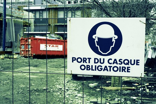 Casque obligatoire/Helmet required (Médiacité, Liège) - Photo : Gilderic